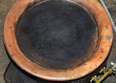 cuisiner avec un tajine en terre cuite tajine kesra en argile terre cuite accessoire délices
