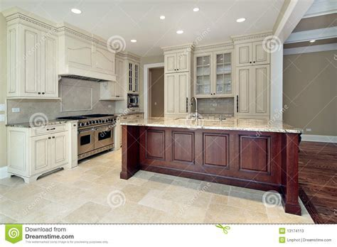 Kitchen With Large Island Stock Photos   Image: 13174113