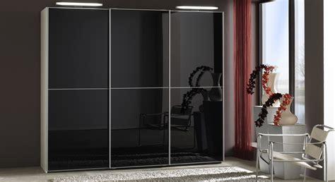 kleiderschrank mit füßen moderner kleiderschrank mit schwarzen schiebet 252 ren