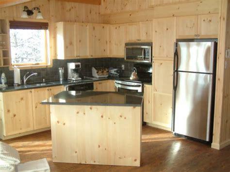 armoire de cuisine en pin a vendre les 25 meilleures idées de la catégorie cuisine en pin