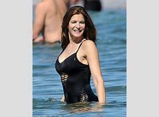 Stephanie Seymour slips into cutout swimsuit in Hawaii