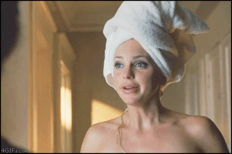 Anna Faris Towel Drop