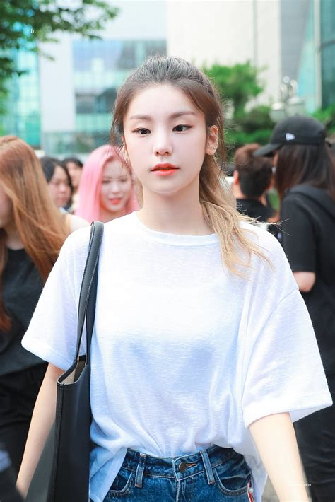 Pin on itzy 있지