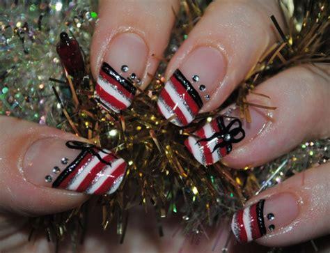 30+ Beautiful Christmas Nail Art Designs