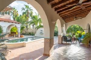 courtyard floor plans hacienda style centered around a courtyard