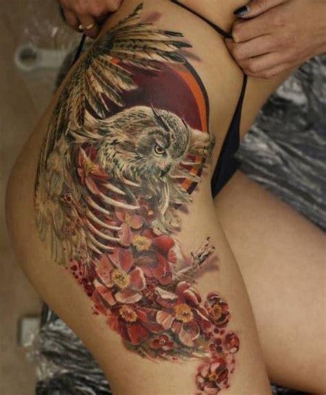 foto de Tattoo Eule mit Blumen Frau Eulen tattoo oberschenkel