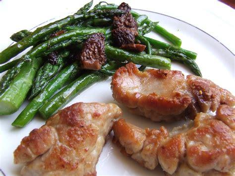 cuisiner le ris de veau ris de veau crousti fondants asperges vertes morilles a boire et à manger