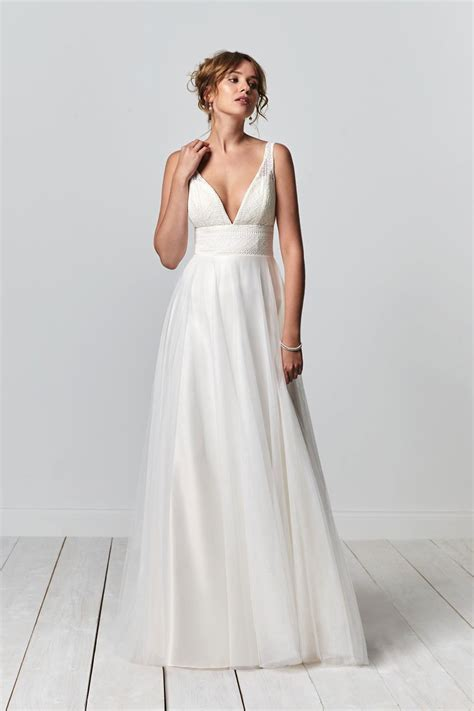 21 Wedding Dresses for Older Brides: Top Tips and Advice
