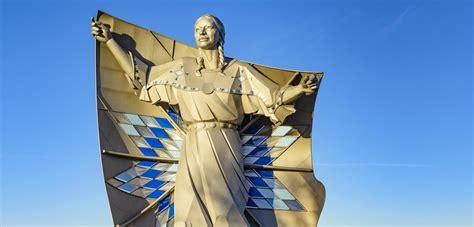 Dignity - Native American statue - Chamberlain, South ...