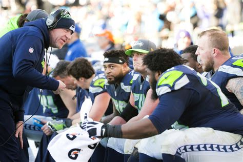 seahawks offensive  struggles mightily  playoff