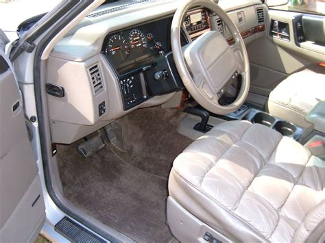1991 jeep wagoneer interior file jeep grand wagoneer 1993 interior jpg wikimedia commons