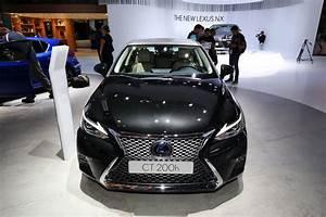 Lexus Ct 200h : updated lexus ct 200h quietly blends in with the frankfurt crowd carscoops ~ Medecine-chirurgie-esthetiques.com Avis de Voitures