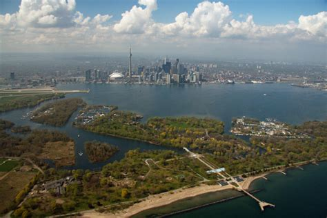 Boat Rental Toronto Island by Why You Should Visit Toronto In Canada Linguaenglish