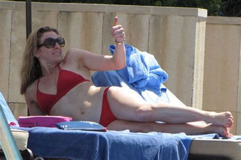 Gabby Logan Looking Sun Sational By The Pool Mirror Online