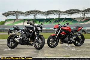 Street Triple S : triumph street triple 2018 model media ride bikesrepublic ~ Maxctalentgroup.com Avis de Voitures