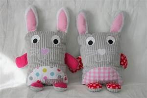 Coussin Pour Lapin : les doudous coussins lapins nomm s louann et cl lia couture pour enfant isastuce ~ Teatrodelosmanantiales.com Idées de Décoration
