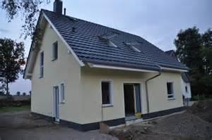 Fassadenfarbe beispiele gestaltung bungalow  Fassadenfarbe Beispiele. fassadenfarbe grau modern. fassadenfarbe ...