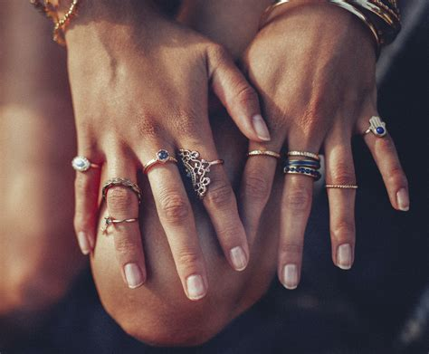 ring right hand fourth finger meaning stijlvolle