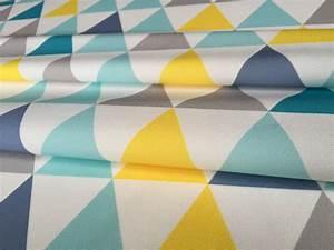 Rideau Jaune Et Bleu : tissu ameublement enfant en 140cmx50cm motif triangles jaunes gris turquoise sur fond blanc ~ Teatrodelosmanantiales.com Idées de Décoration