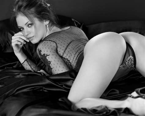 Mila Kunis Bikini Pic Sexy Thigh Images Of Mila Kunis