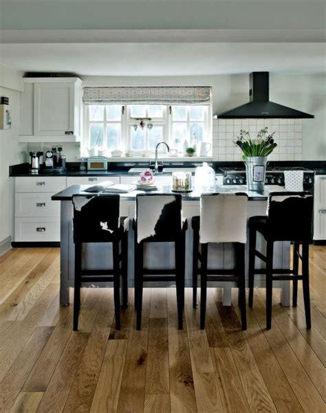 tabourets de cuisine design chaises bistrot pour un îlot de cuisine moderne et