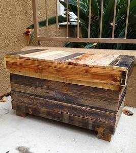 Palletso: Recycled rustic pallet furniture charms and