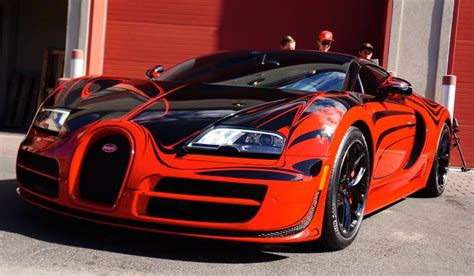 But for the owner of this bugatti veyron grand sport vitesse world record car, he likes to take his hypercar out where others don't dare venture. This Is What Bugatti Veyron Vitesse Looks Like at 230mph