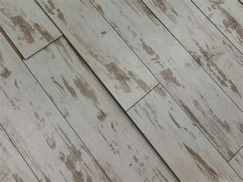 Why Is My Floor Bubbling? How To Fix Laminate Flooring