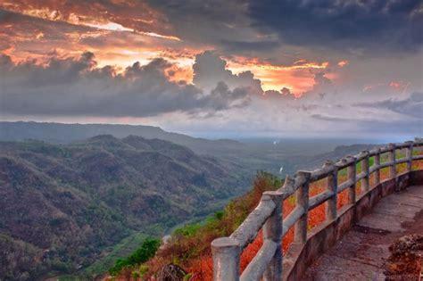 negeri  atas awan kebun buah mangunan wisata