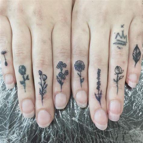 tatouage fleur  idees de tattoo originales  leur