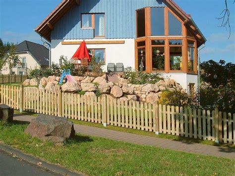 Zaun Für Hanglage Holz by Staketen Zaunfelder Verschraubt Ab 14 99eur Standard
