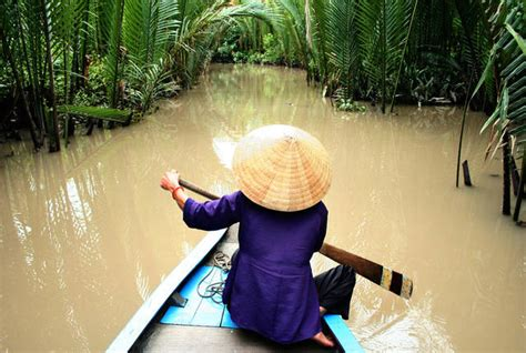 cambogia mamma  figlia  due anni uccise dai calabroni