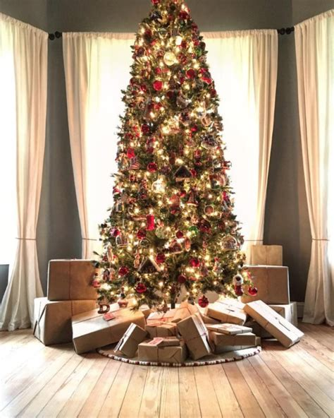 The Best Celebrity Homes Decorated For Christmas  Love