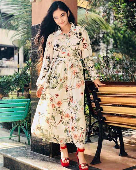 Anushka Sen Brand Name Shein White Floral Shirt Dress