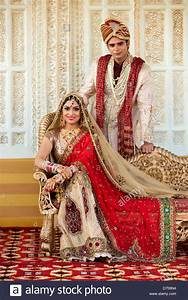Indian bride and groom in traditional wedding dress Stock ...