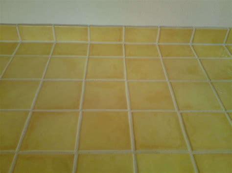 carrelage pour plan de travail cuisine carrelage pour mur de cuisine et plan de travail jaune laqué carrelage
