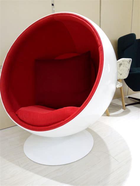 egg pod chair with speaker egg