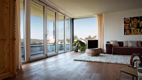 Filigranes Fenster Und Schiebetuersystem by Fenster Balkon Schiebet 252 Ren Frech Fenster Glaserei