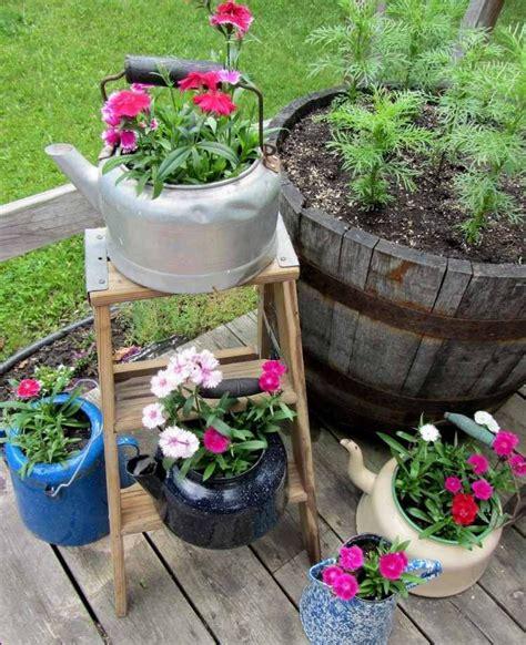 decoration jardin en objets de recuperation en  idees
