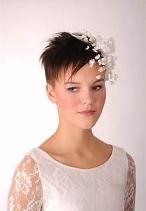 Short Hair Bride With Flower Decoration Fascinator