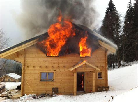 chalet en feu aux savagni 232 res rtn votre radio r 233 gionale