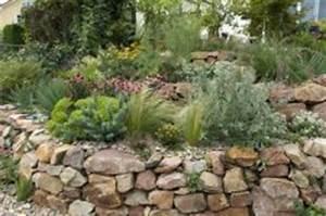 Natursteinmauern Im Garten : natursteinmauer im garten anlegen und bepflanzen so geht s ~ Markanthonyermac.com Haus und Dekorationen