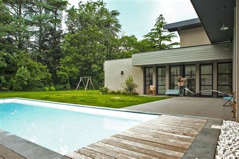 piscine et terrasse d une maison contemporaine 224 ossature bois
