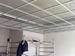 Dalle Pour Plafond : faux plafond suspendu en dalles isolantes faux plafond ~ Edinachiropracticcenter.com Idées de Décoration