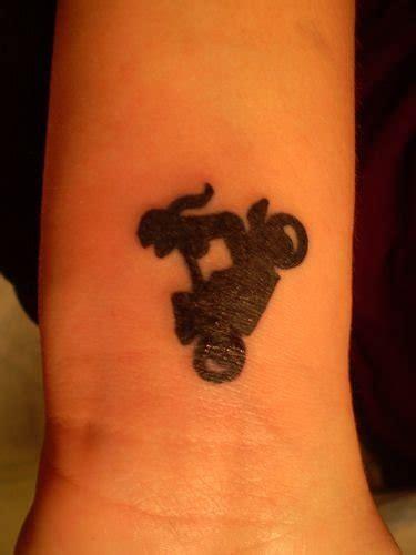 tatuajes de motos  simbolos  moteros