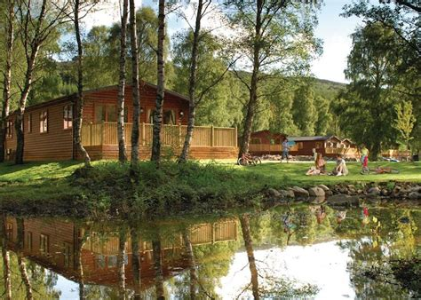 lodges in perthshire with tubs tummel valley in pitlochry lodges book hoseasons