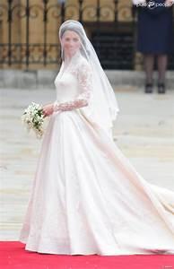 la robe de mariee de kate middleton realisee par sarah With robe kate middleton mariage