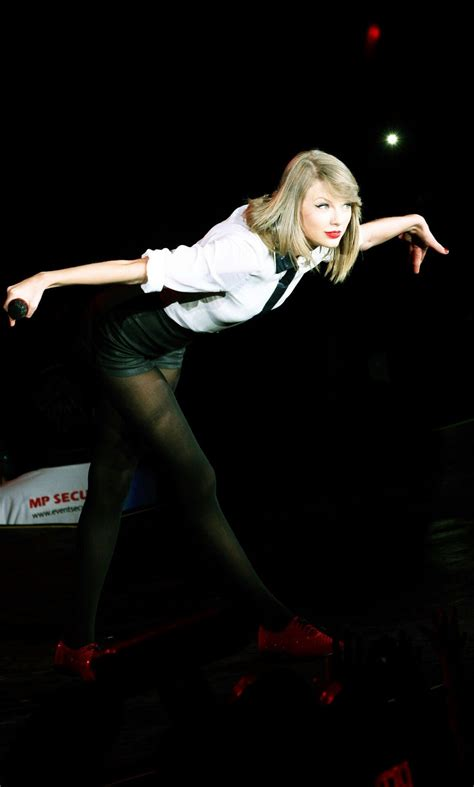 Pin by madswift on Red tour   Taylor swift pictures ...