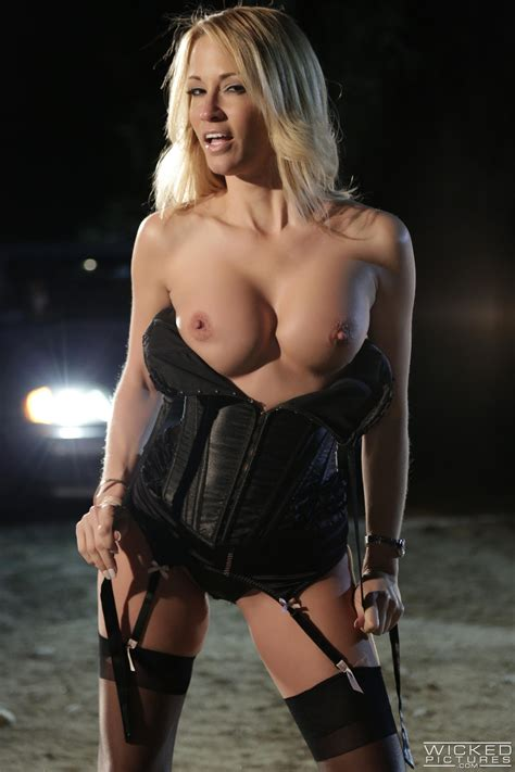 Sexy Woman In Black Lingerie Got Gangbanged Photos