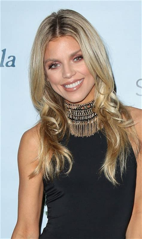 Hairstyles: Annalynne McCord ? Long Layered Hairstyle